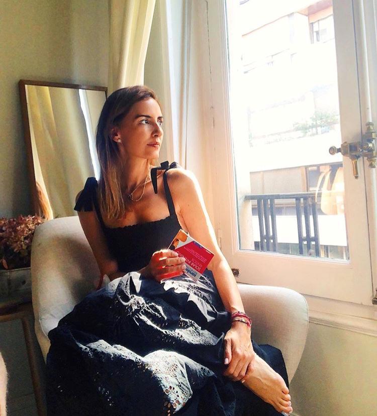 Mónica de Tomás con vestido de algodón de Zara.