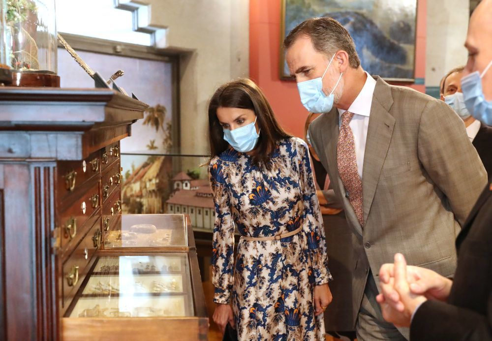 Los Reyes visitan el Museo de Ciencias Naturales.