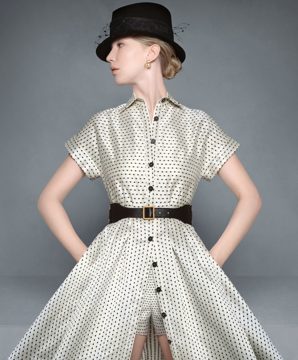 La actriz Jennifer Lawrence con un look de lunares en una de las fotos de la campaña otoño-invierno 2020/21 de Dior.