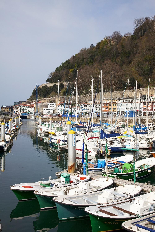 Barcos de pesca de la costera del Cantábrico.
