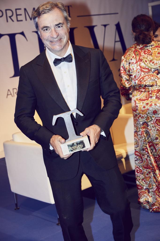 Carlos Sainz recogiendo el Premio TELVA al Deporte 2018