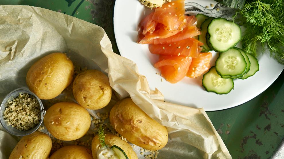 Salmón marinado con patatas cocidas