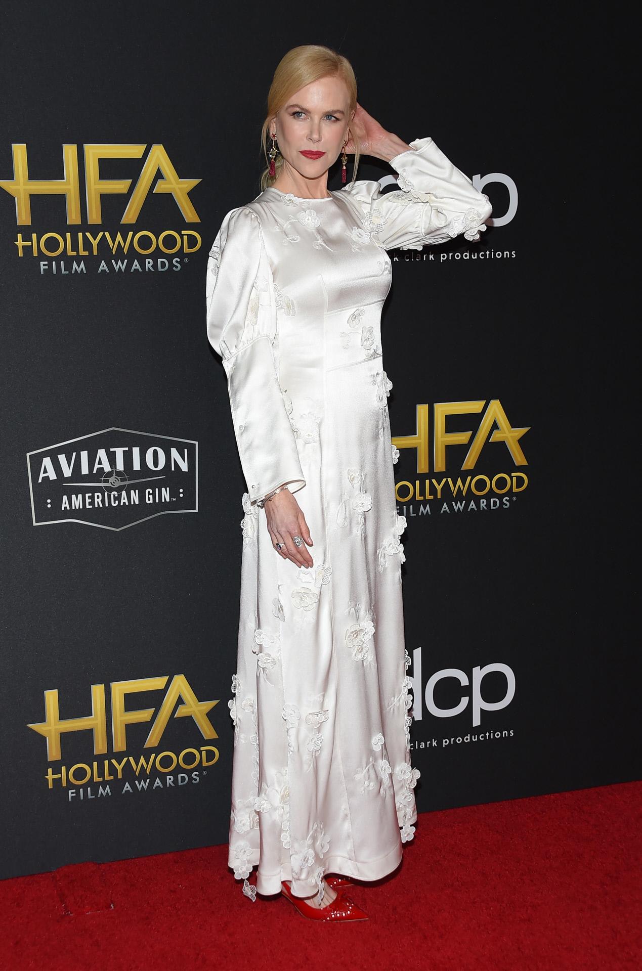 Nicole Kidman con vestido de Loewe p/v para asistir a los Hollywood Film Awards en California