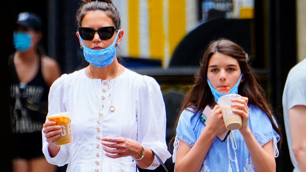 Katie Holmes y su hija Suri Cruise pasean por Nueva York en la que es...