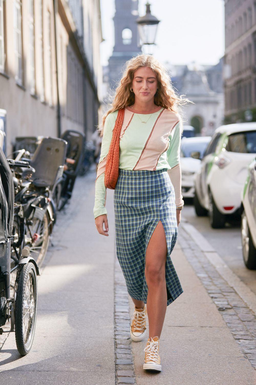 Emili Sindlev con falda tubo.