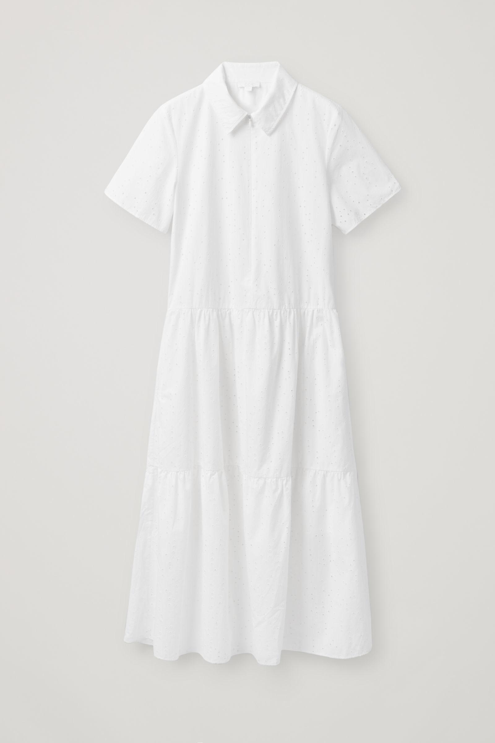 Este vestido de algodón bordado es de Cos y cuesta 89 euros.