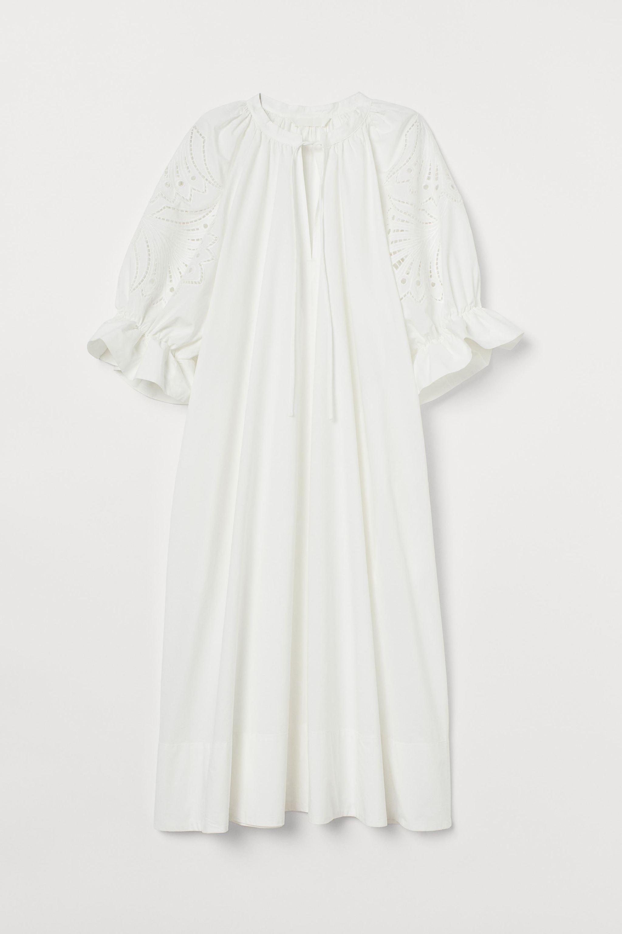 Este vestido midi en tejido fresco de popelina de algodón orgánico...