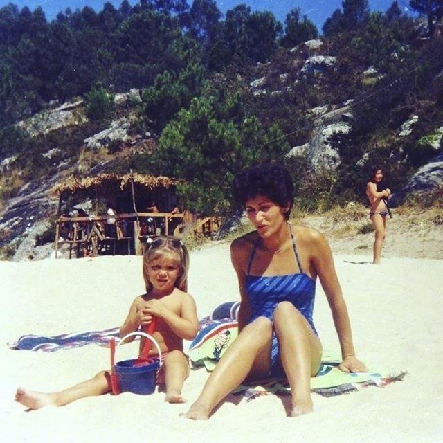 Teresa Portela junto a su madre.