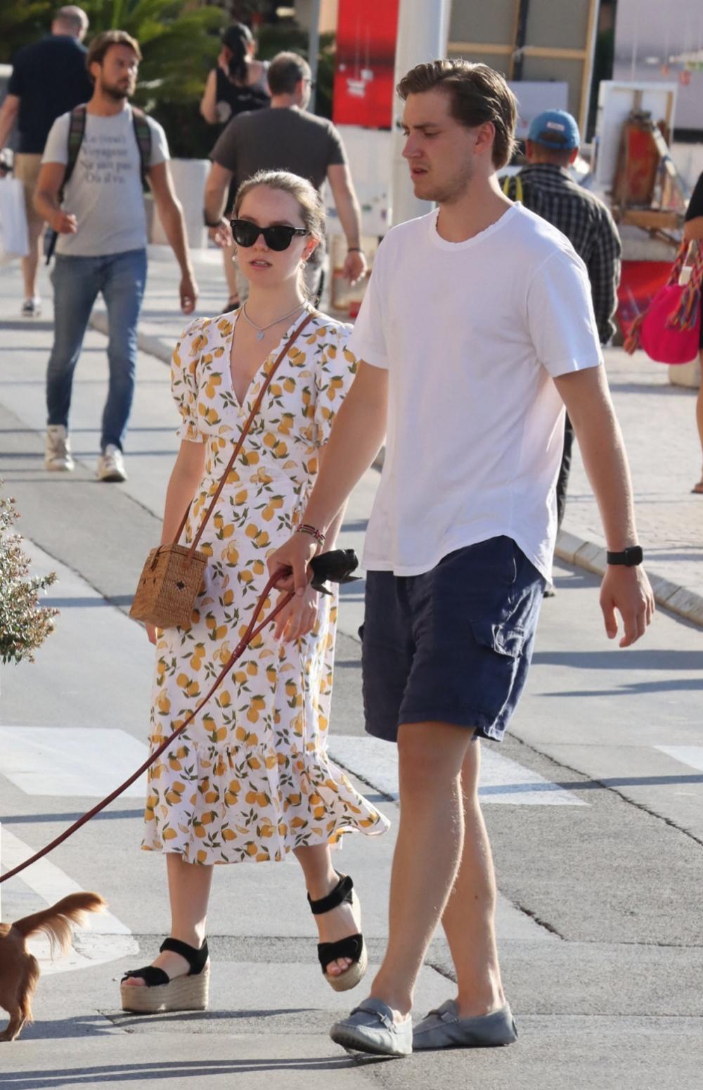 Alexandra de Hannover paseando junto a su novio en Saint Tropez.