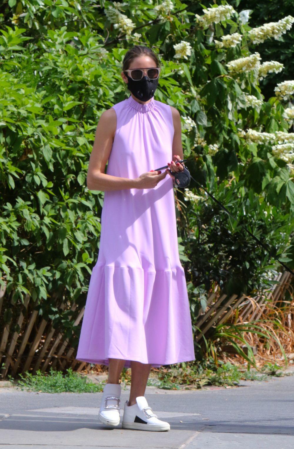 Olivia Palermo con vestido lila