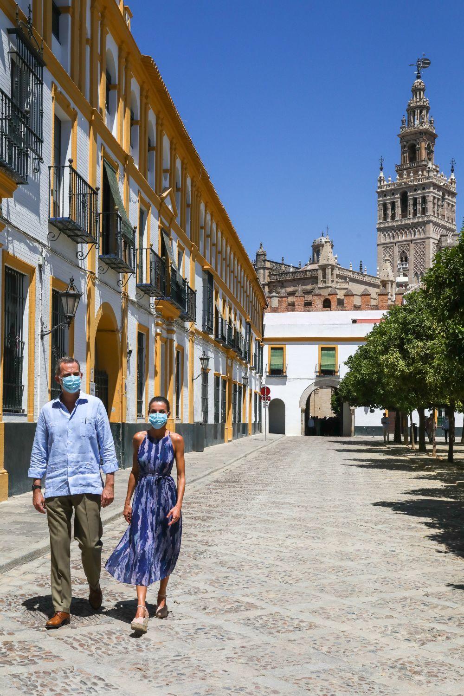 Los Reyes pasean por Sevilla