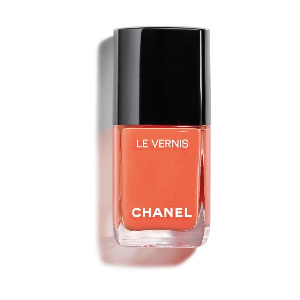 Laca de uñas 745 Cruise de Chanel en un tono naranja coral.