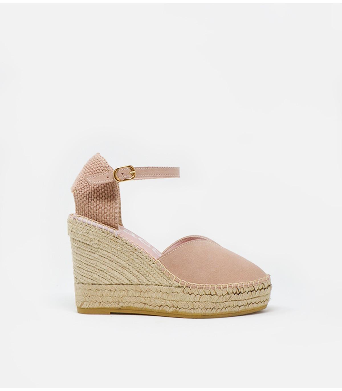 Alpargatas Alba6 de Macarena Shoes, que la reina Letizia lució en su visita a Sevilla y cuestan 65 euros.