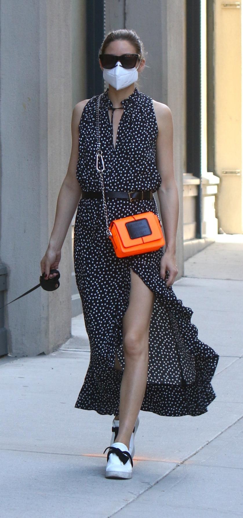 Olivia Palermo con vestido de lunares.