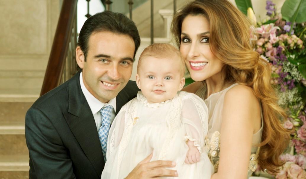 Enrique Ponce y Paloma Cuevas el día del bautizo de su hija Bianca.