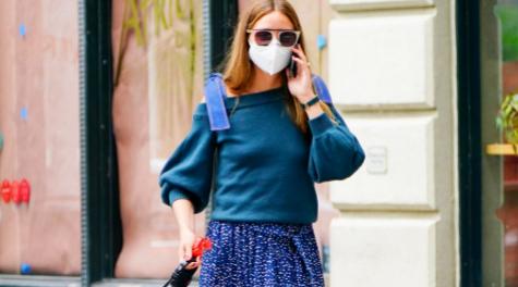 Olivia Palermo paseando por las calles de Nueva York a Mr. Butler.