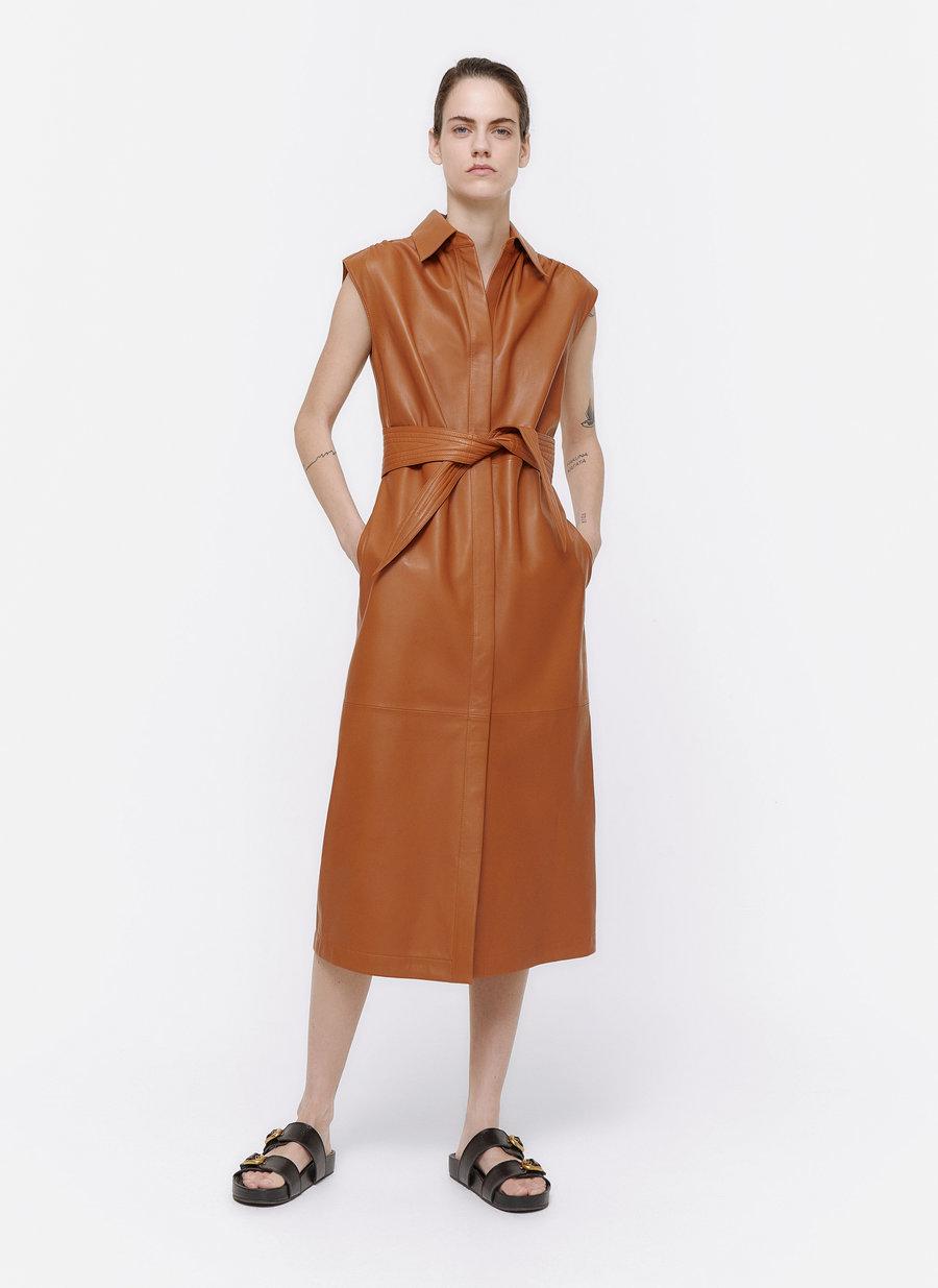 Vestido de Uterqüe (250 euros)