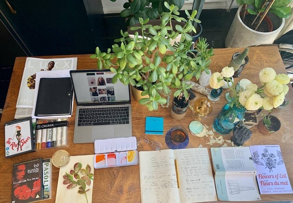 La mesa de trabajo de confinamiento de Lucía Pica en Londres.