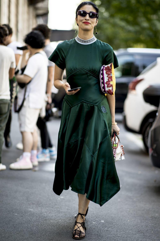 Caroline Issa con vestido midi