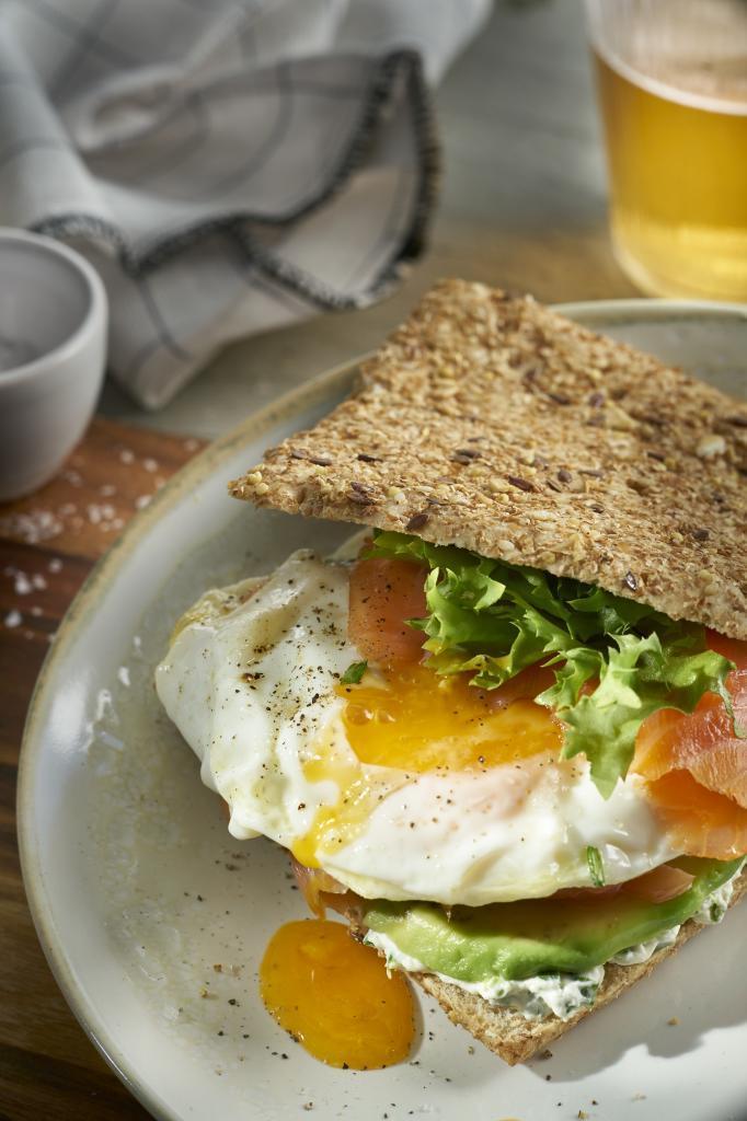 El salmón, el huevo y el aguacate son algunos de los alimentos que más energía nos pueden reportar.