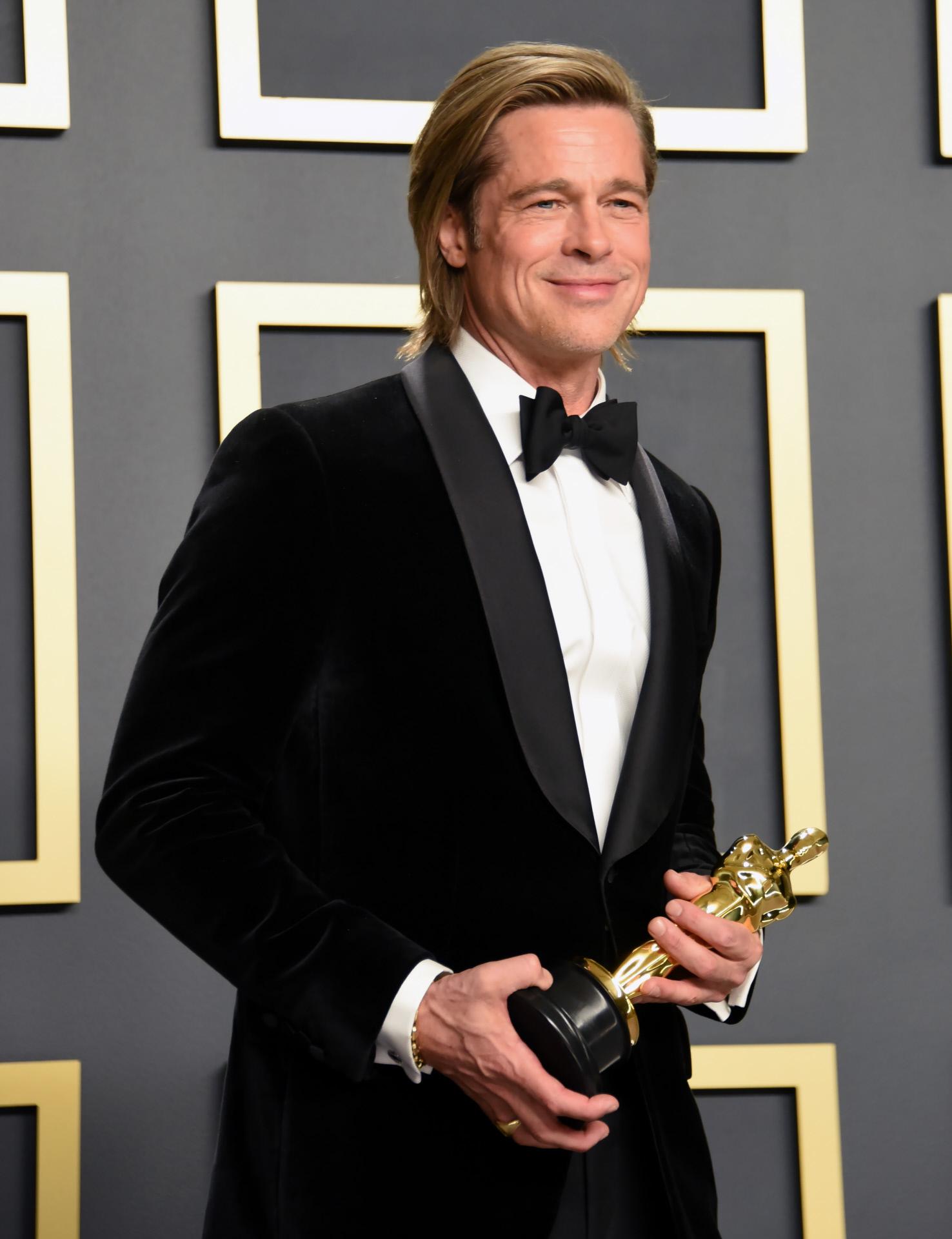 """Brad Pitt, tras ganar el Premio Oscar por su papel en """"Érase una vez... en Hollywood""""."""