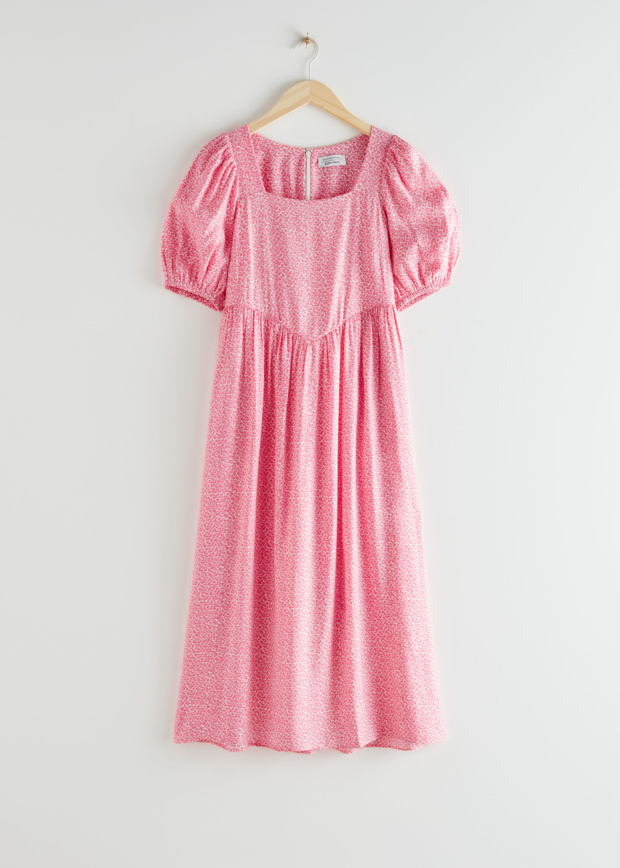 Vestido de & Other Stories (89 euros).
