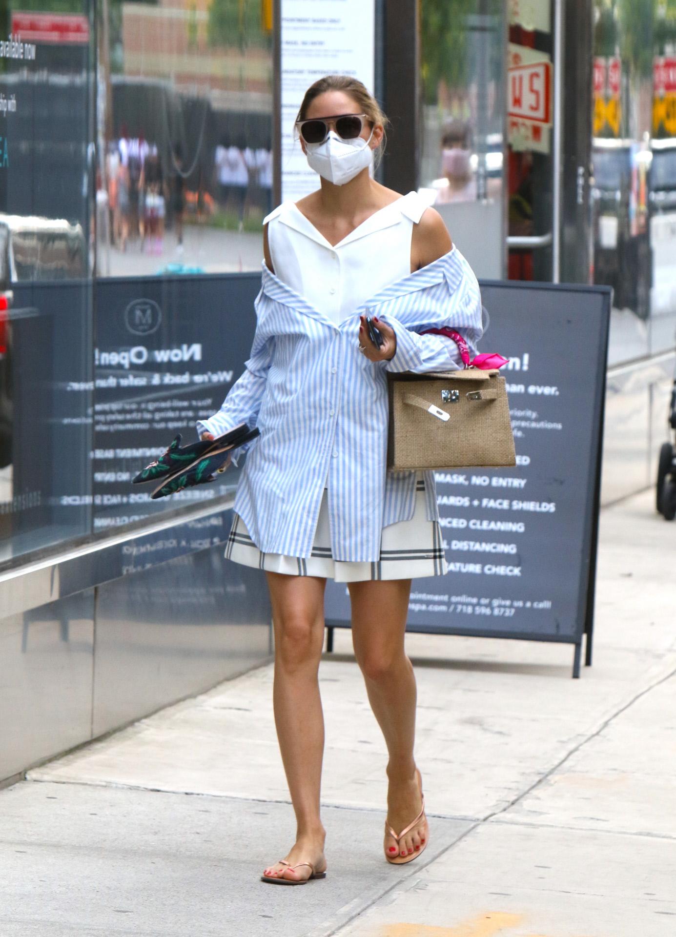 Olivia Palermo por las calles de Nueva York el 8 de julio de 2020.