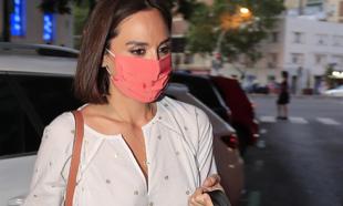 Tamara Falcó, con mascarilla, en una de sus salidaspor Madrid