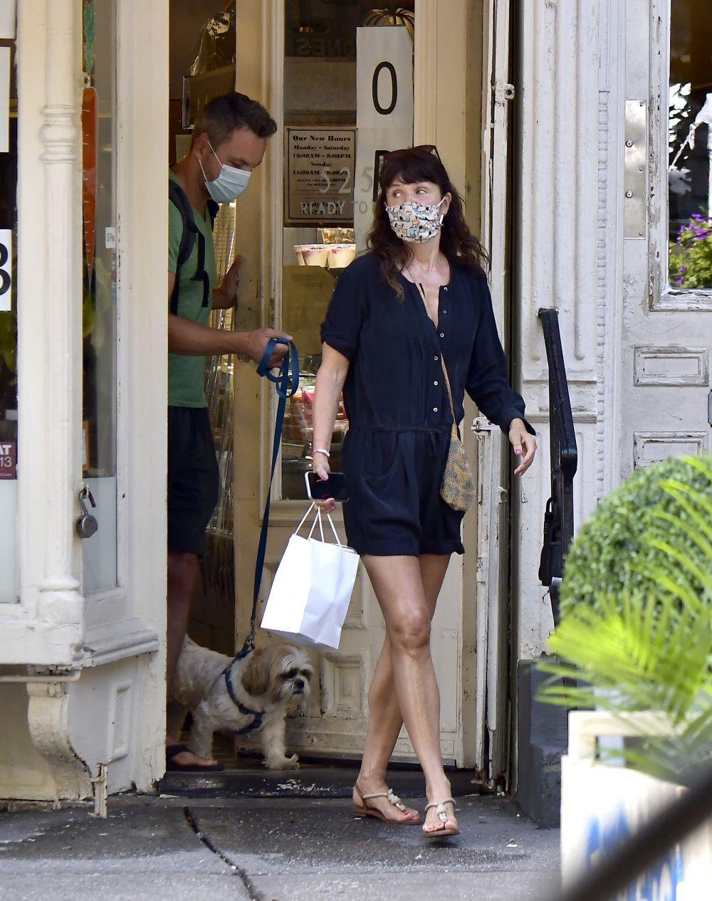 Helena Christensen con un jumpsuit.