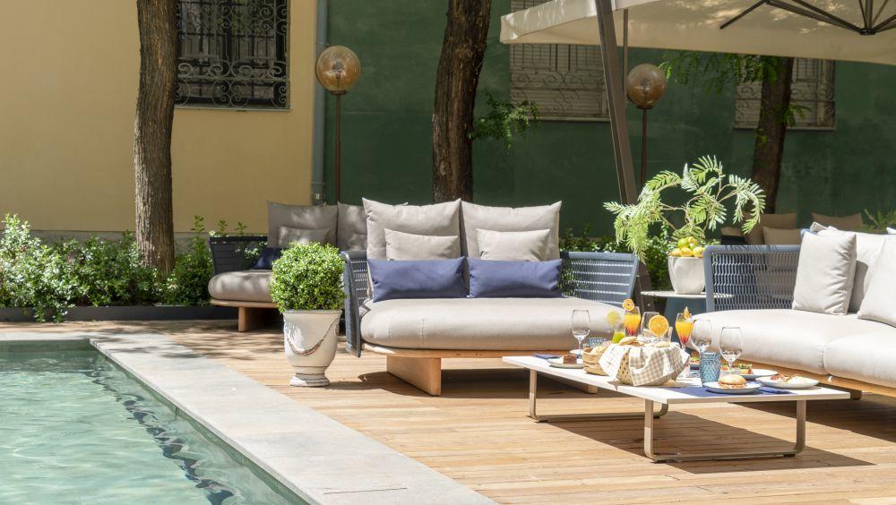 La terraza del Hotel CoolRooms, en la calle Atocha 34, es un oasis de tranquilidad en Madrid.