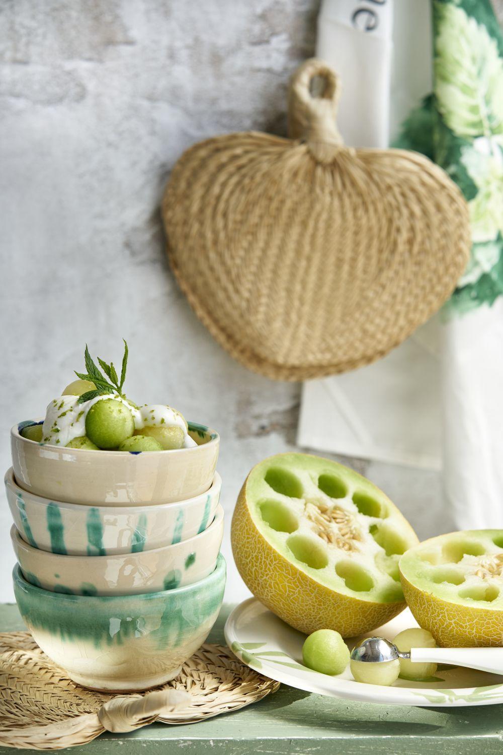 El melón es una fruta rica en fibras que también contribuye a la distensión abdominal y a mejorar la digestión.