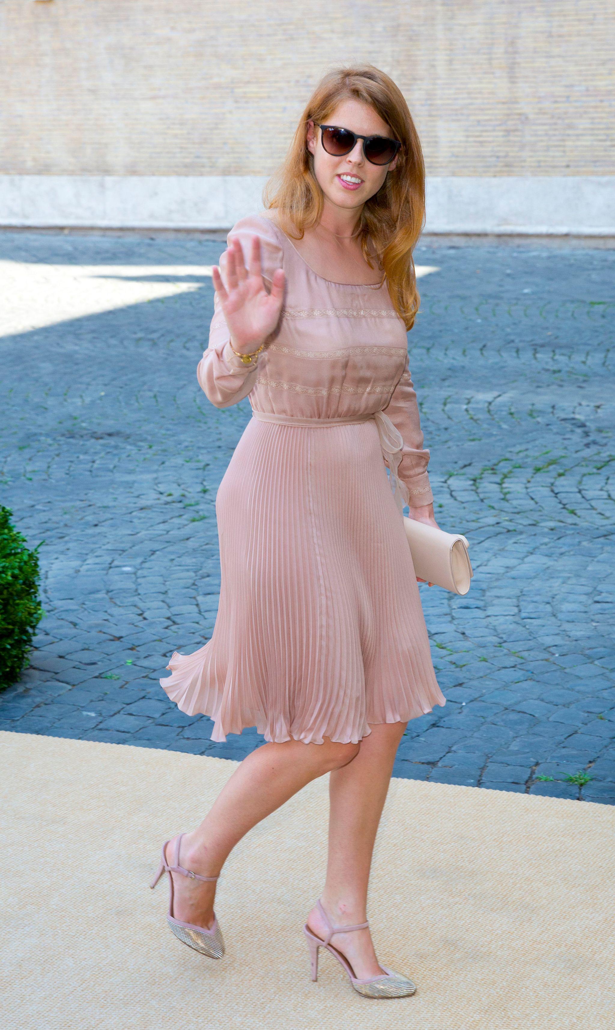 Beatriz de York en la boda de Amadeo de Bélgica en Roma en 2014, con el mismo vestido y zapatos de Valentino que llevó en la boda de su primo tres años antes.