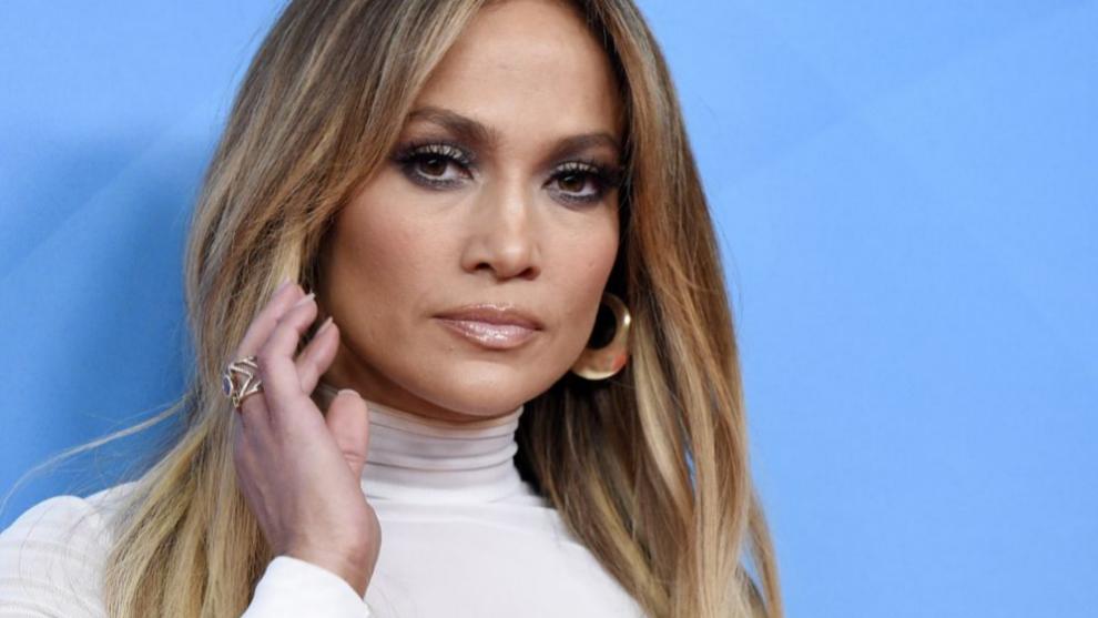 Jennifer Lopez con el pelo liso.