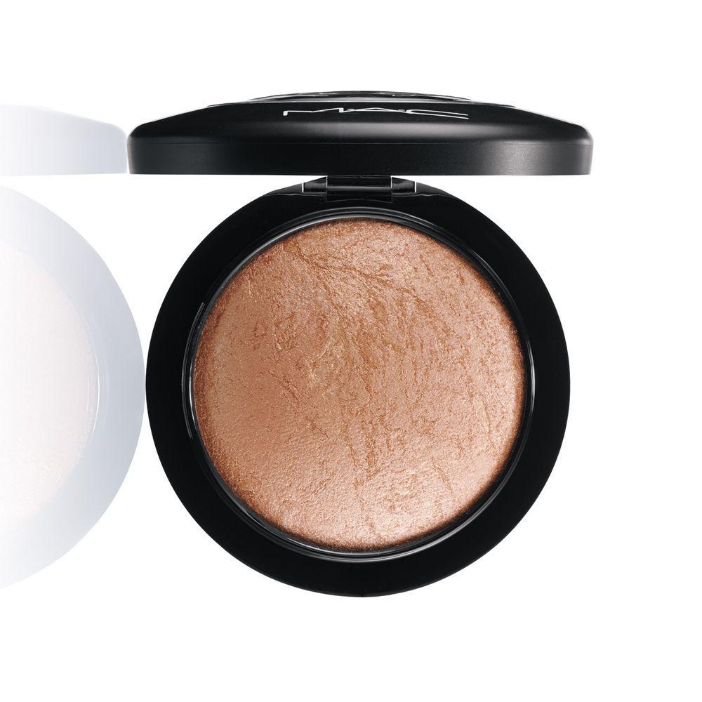 Iluminador en polvo Mineralize Skinfinish, Soft and Gentle de MAC (34 euros) para rostro y cuerpo con vitaminas y minerales que cuidan la piel.