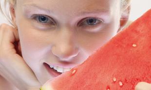 La sandía es la fruta con menos calorías.