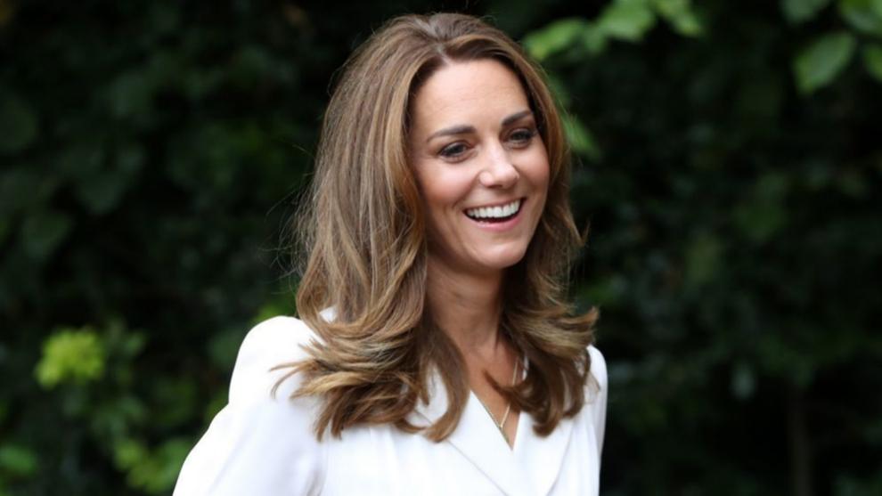 Kate Middleton se ha pasado a una melena más rubia y luminosa y es tan cálida que nos encanta para apostar por ella si eres castaña en otoño.