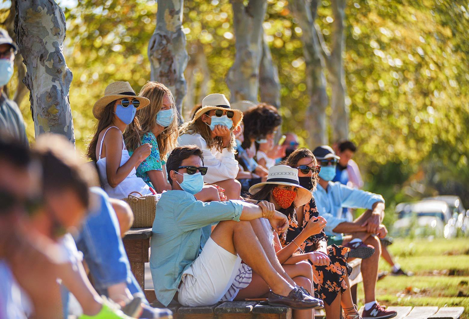 Público en las gradas del Club.