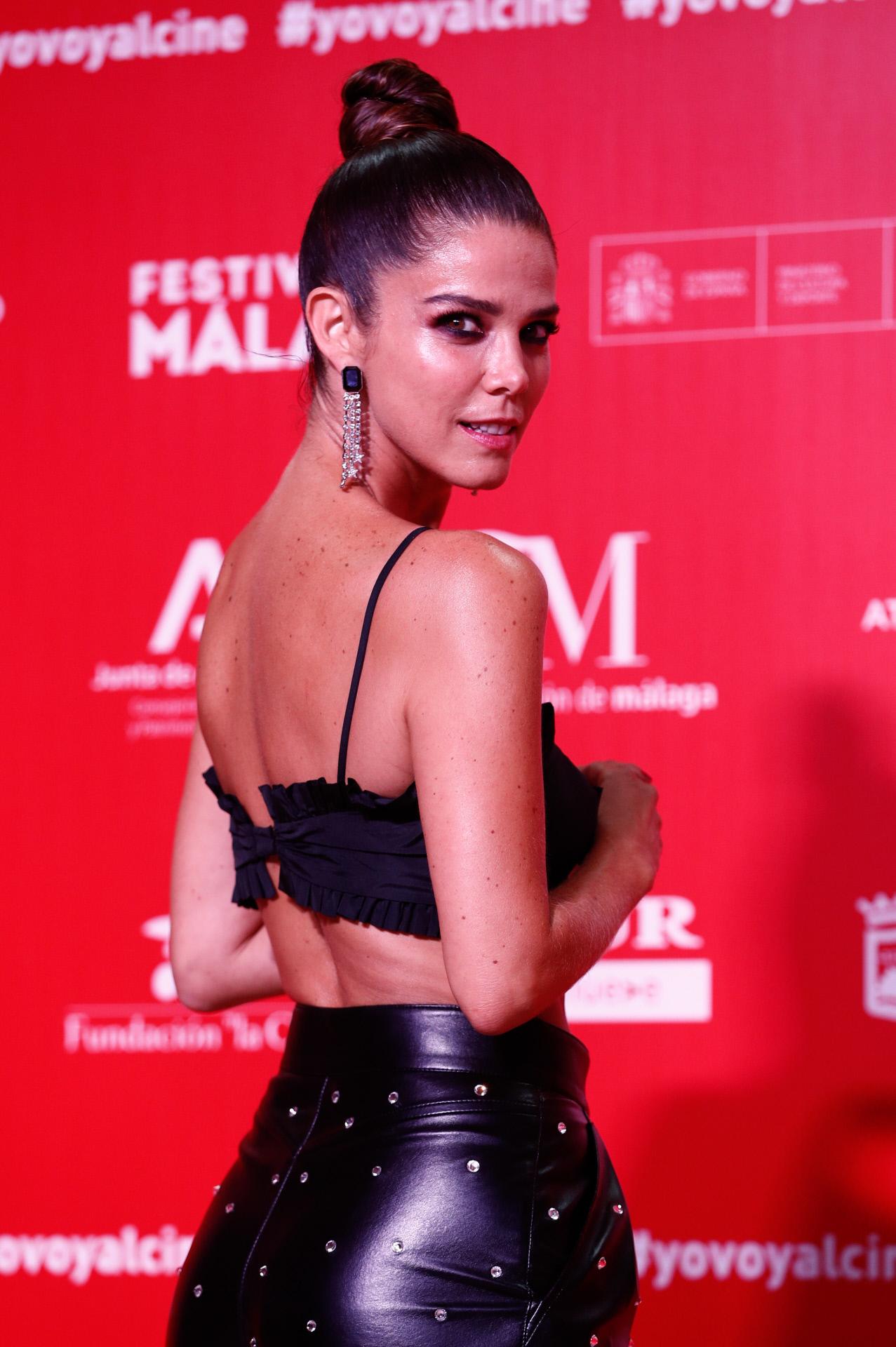 El maquillaje de Juana Acosta estuvo a cargo de Iván Gómez para Chanel.
