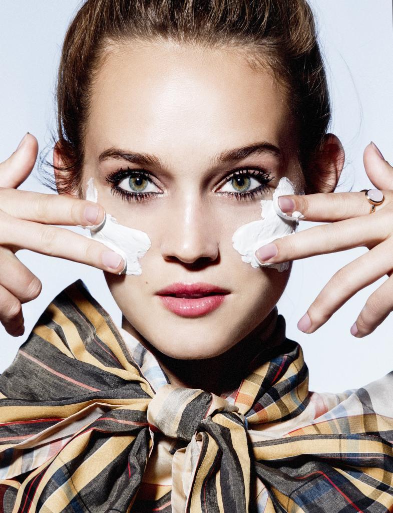 La crema se formula eligiendo una base, un principio activo y una fragancia.