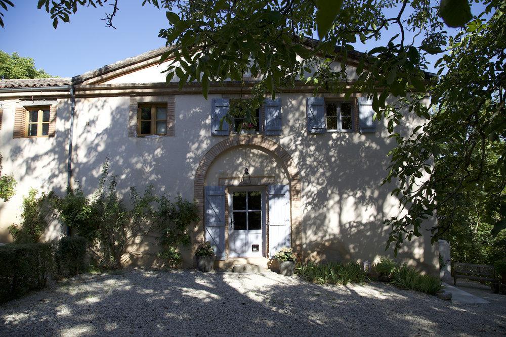 Fachada del Chateau Dumas, un lugar donde relajarte y aprender...