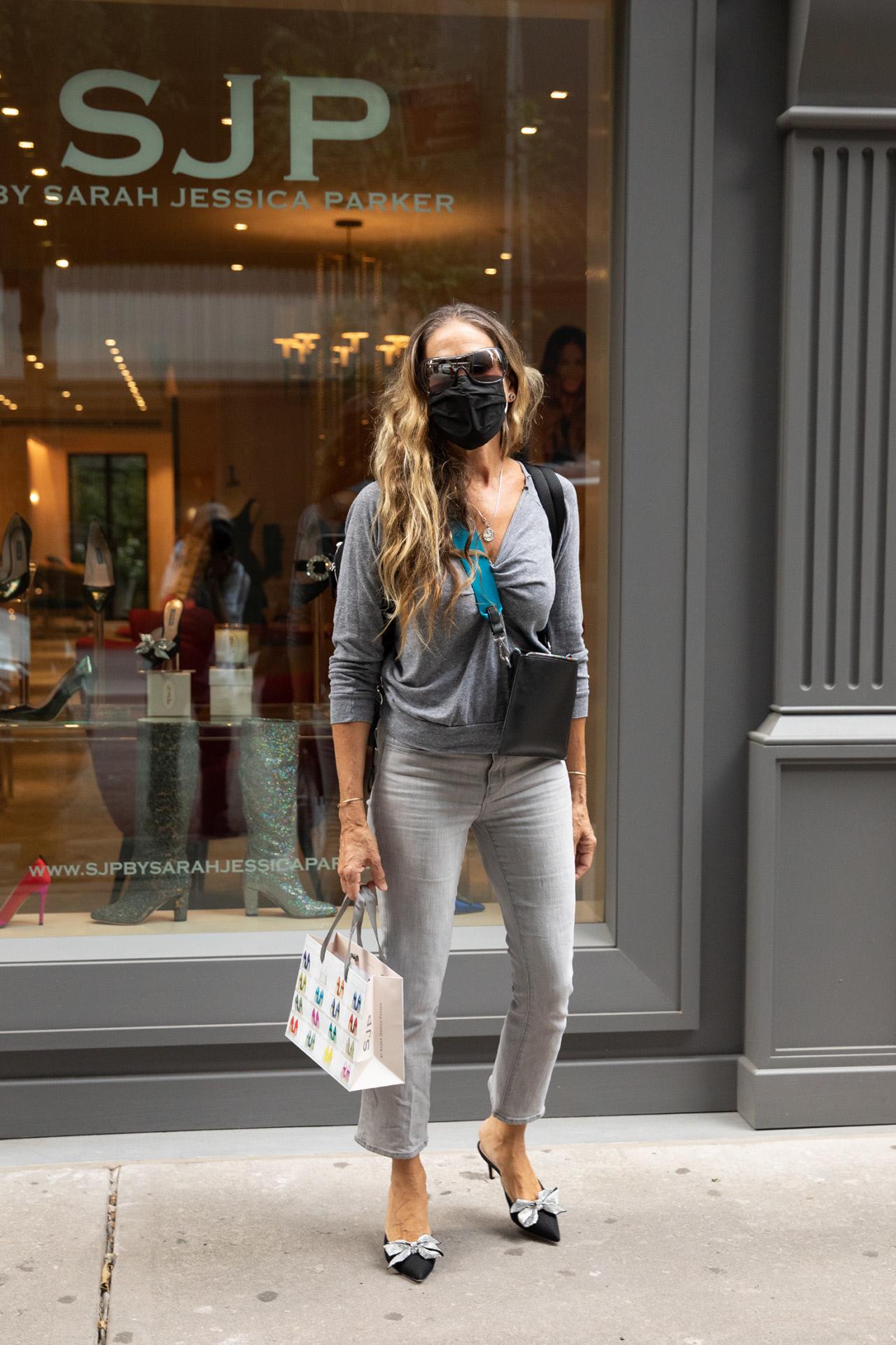 Sarah Jessica Parker frente a su tienda de Manhanttan.