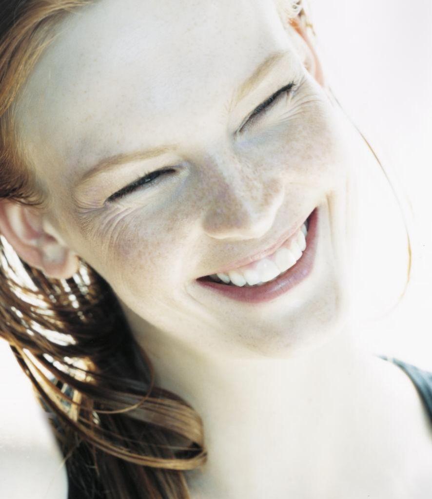 Las primeras arrugas de expresión, como las de la frente, aparecen antes de los 30.
