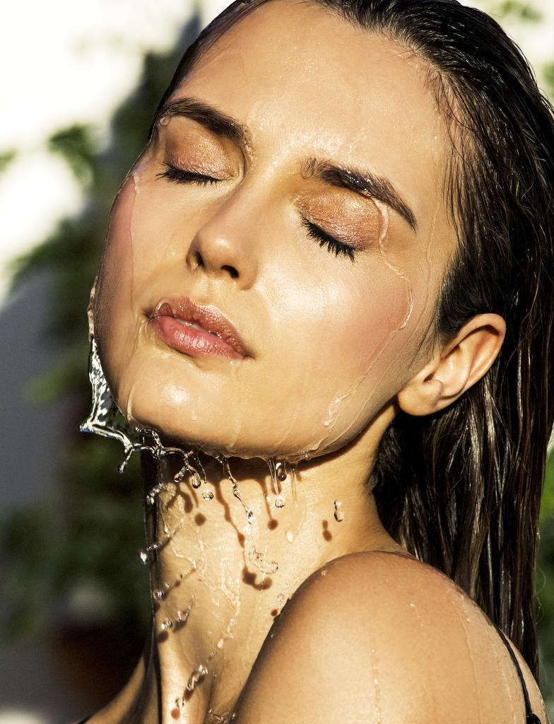 Una limpieza en profundidad periódicamente ayudará a mantener la piel joven.