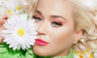 """Katy erry en la imagen promocional de su tema """"Daisies""""."""