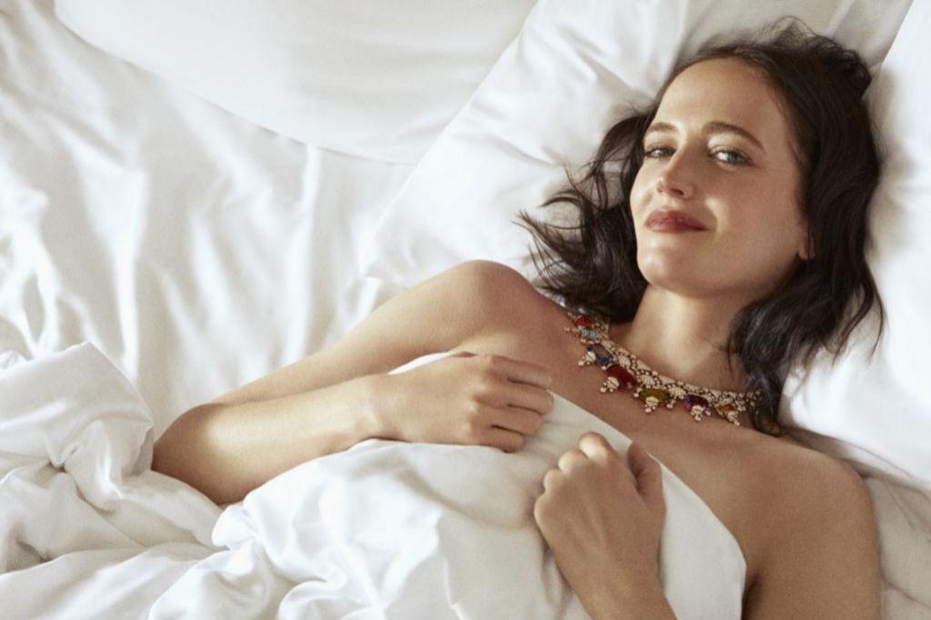 Eva con collar de Alta Joyería de la colección Barocko de Bulgari.
