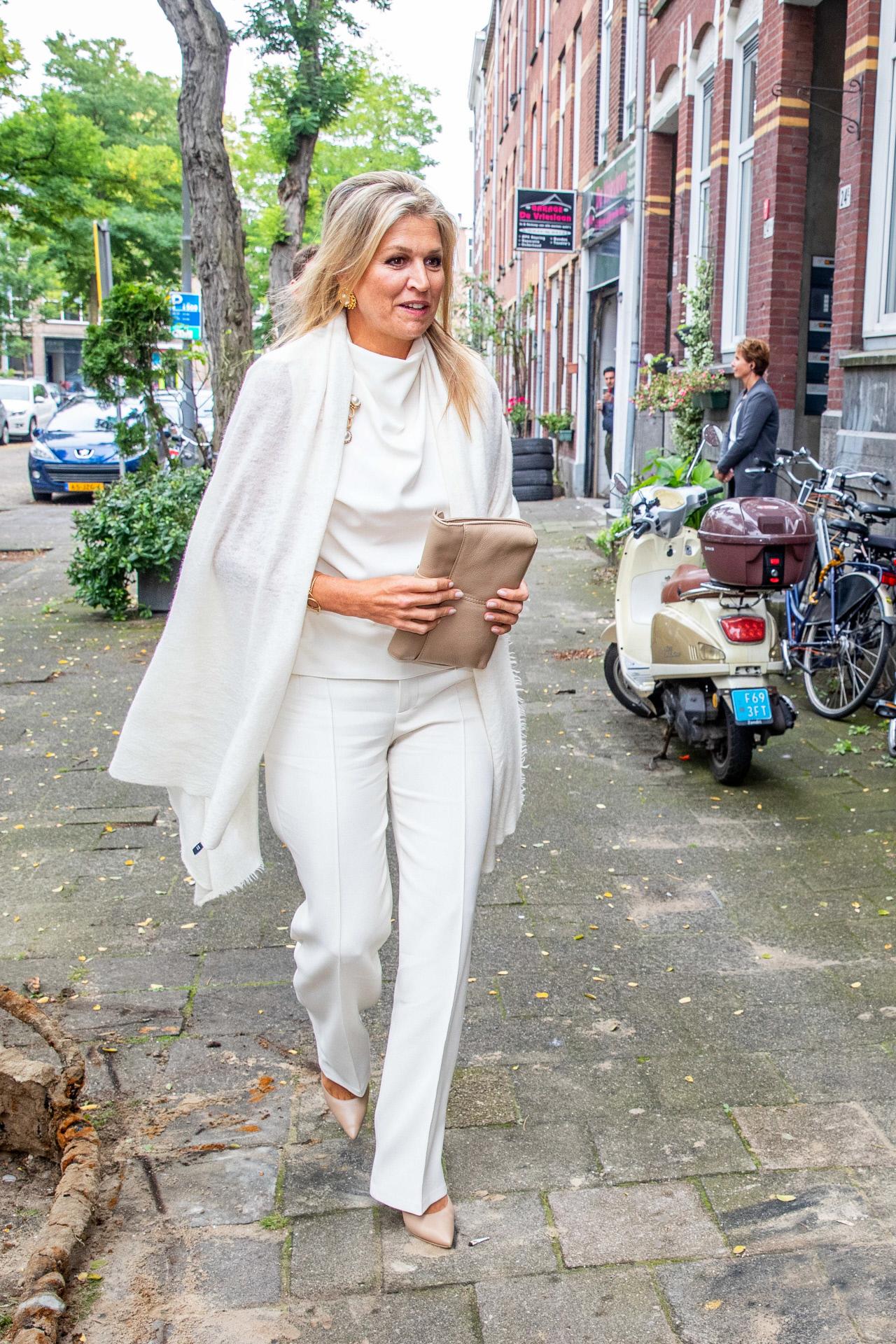 La reina Máxima acudiendo a un centro de mayores en Rotterdam.