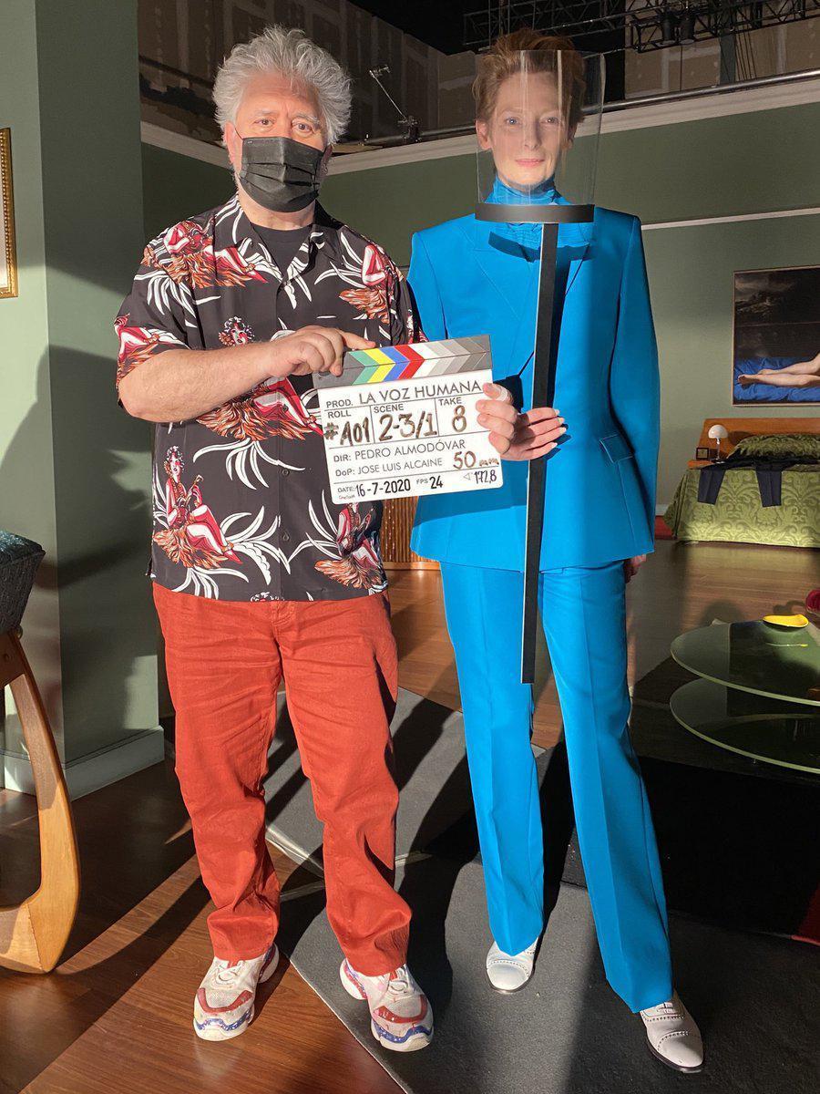 """Pedro Almodóvar y Tilda Swinton en el inicio del rodaje de """"La voz humana"""", el primer proyecto del director en inglés."""