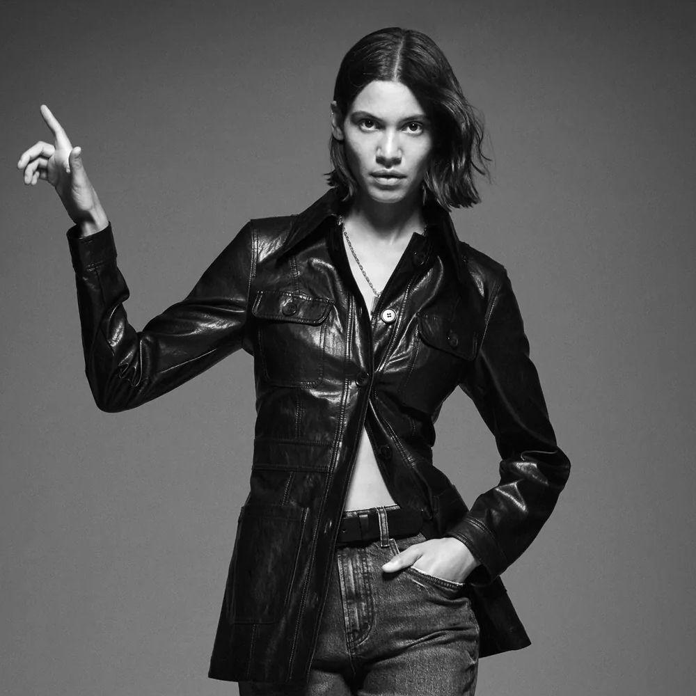 Otra de las modelos de Zara con el corte blunt bob ideal para llevar con tu pelo liso esta nueva temporada.