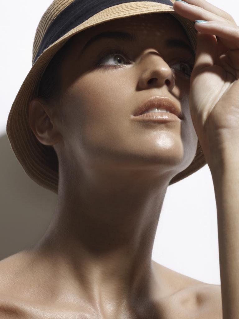 El cuello puede envejecer prematuramente a causa de malas posturas y falta de cuidados.
