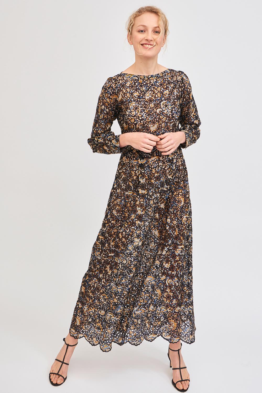 Vestido largo bordado de Antik Batik.